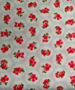 Lyseblå stof med pink blomster