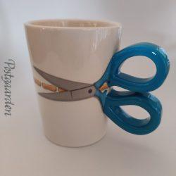 Krus med blå saksehåndtag