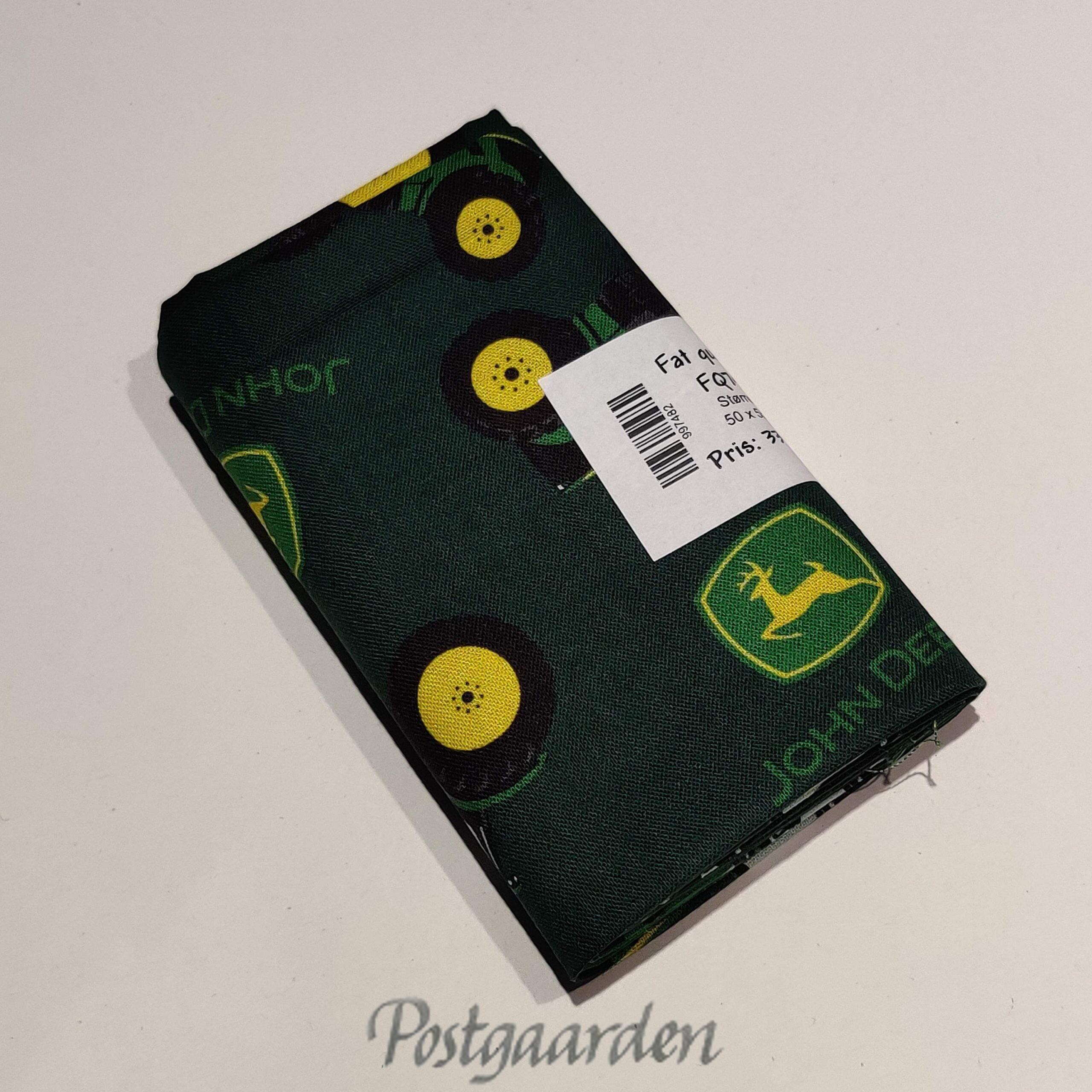 FQ7482 7482 Grøn patchworkstof med John Deere Traktorer fat quarter