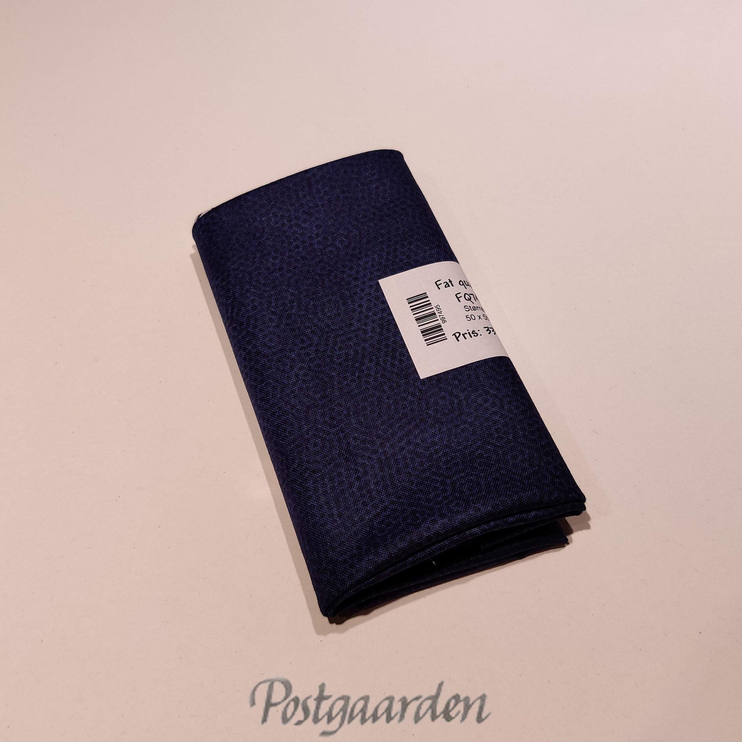 FQ7495 Mørkblå patchworkstof med prikker fat quarter