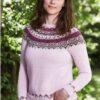 893448 sweater med mønstre bærestykke i Esther by Permin