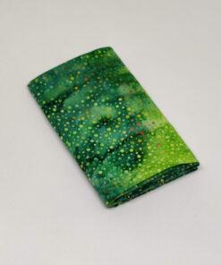 FQ7599 Grøn med prikker Bali Batik patchworkstof